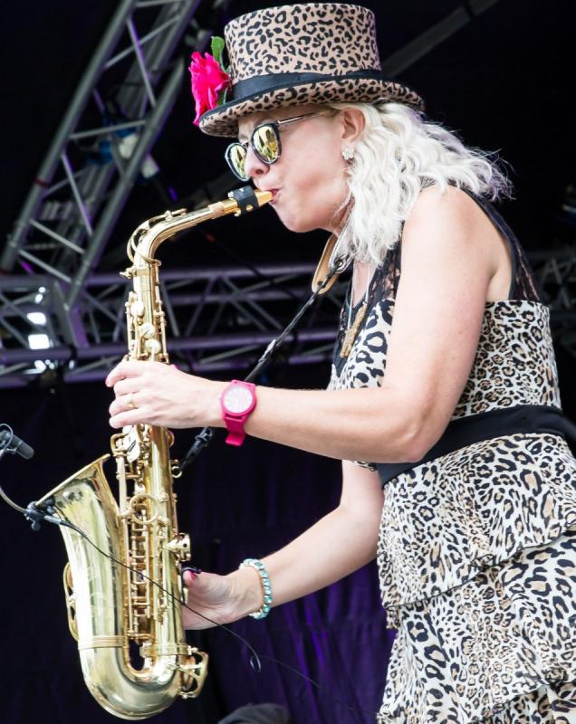 Kim Cypher opening 25th Stompin' On The Quomps Festival - Photo By Ron Milsom